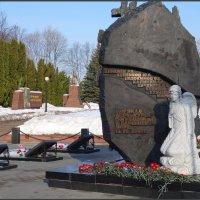 """Памятник экипажу подводной лодки """"Курск"""" в г. Курске :: Ирина Голубева"""