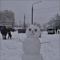 Радостный снеговик :: Нина Корешкова