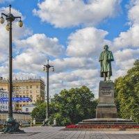 Москва. Памятник Н. В. Гоголю :: В и т а л и й .... Л а б з о'в
