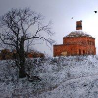 Старая церковь :: Валерий Кишилов