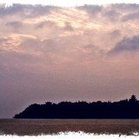 Восход над островом :: Alexander Dementev