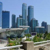 Один из уголков центра Торонто... :: Юрий Поляков