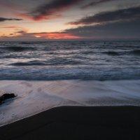 Последний рассвет 2016 года в Ялте :: Виталий Репкин