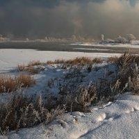 Небольшой морозец на большой реке... :: Александр Попов
