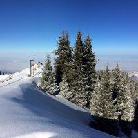 Качели установлены на хребте горы. :: Anna Gornostayeva