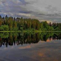 Озеро Вахирйярви. Плывем вечером домой с рыбалки... :: Владимир Ильич Батарин