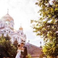у храма под дождем :: Егор Чеботаренко