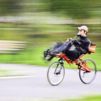 Прогулка на велосипеде :: юрий Амосов