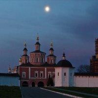 Свенский монастырь в первых лучах :: Александр Березуцкий (nevant60)