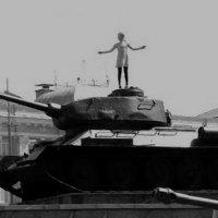 girl on tank :: Бармалей ин юэй