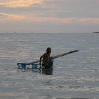 Ко Чанг. Старая рыбачка на вечерней ловле креветок. :: Лариса (Phinikia) Двойникова