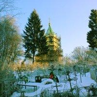 храм и погос на Николиной горе. :: Сергей Кочнев