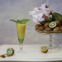Натюрморт с фруктовым соком :: Ирина Приходько