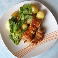 Кнели из свинины с отварным картофелем и сельдереем . :: Мила Бовкун