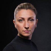 Женский портрет в тёмных тонах :: Анатолий Тимофеев