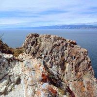 Скалистый берег Ольхона :: Ольга