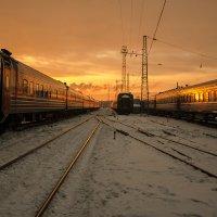теплый закат вокзала :: Евгений