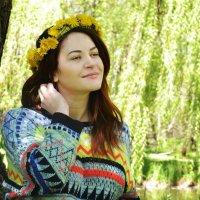 девушка с венком из одуванчиков 2 :: Анастасия Рогозина