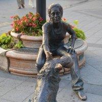 Девушка и собака.Будапешт.Венгрия :: Anton Сараев