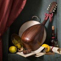 Натюрморт с мандолиной и желтыми яблоками :: Татьяна Карачкова