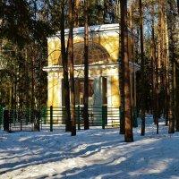 """Памятник """"Любезным родителям""""... :: Sergey Gordoff"""