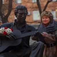 В Театральном сквере Владивостока в день рождения Высоцкого :: Абрис