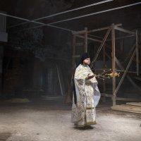 Служба в восстанавливаемом храме :: Victor Brig