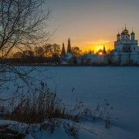 На закате морозного дня в Иосифо-Волоцком монастыре :: Alexander Petrukhin