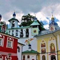 Церкви Псково-Печерского монастыря :: Leonid Tabakov