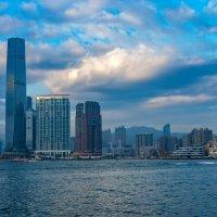 Гонгконг, вид с моря... :: Виктор Льготин