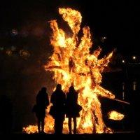 Огненная скульптура :: Александр Михайлов