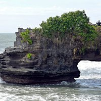 Небольшой храм неподалеку от храма Pura Tanah Lot  2/2 :: Асылбек Айманов