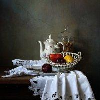 С фруктами и орехами :: Елена Татульян