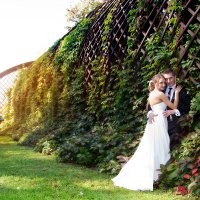 жених и невеста у андреевского моста :: Егор Чеботаренко