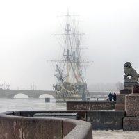 Туманное утро на Петровской набережной :: Valerii Ivanov