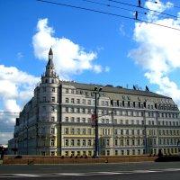 Москва - центр. Дом на Набережной. :: Владимир Драгунский