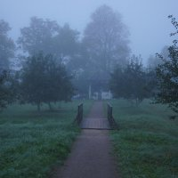 Ранним утром в усадьбе Петровское. Беседка в яблоневом саду :: Елена Павлова (Смолова)