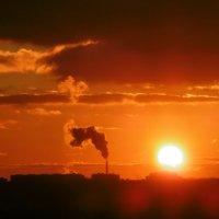 Закат в Ростве-на-Дону 12.02.2017 г. Солнце садится :: татьяна