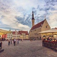 Вечер на Ратушной площади в Таллине :: Ирина Лепнёва