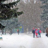 Снег кружится, летает, летает, и, позёмкою клубя, заметает зима, заметает ... :: Валентина ツ ღ✿ღ