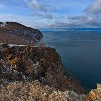 Скалистый берег острова Ольхон :: Анатолий Иргл