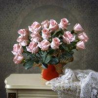 Натюрморт с корзиной роз :: Ирина Приходько