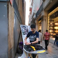 Продавец мидий (повседневная жизнь Стамбула) :: Юлия Фотолюбитель