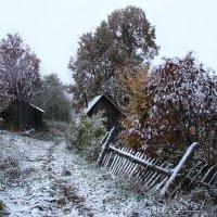 Первый снег на банной улочке :: Валерий Чепкасов