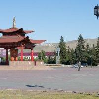 Молитвенный барабан в центре Кызыла, Тыва. :: Роман Бондарев