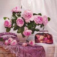 Благоухают нежно розы и разговор ведут с душой... :: Валентина Колова