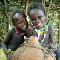 Девочки из племени Дассанеч :: Евгений Печенин