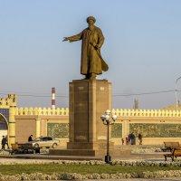 Памятник поэту Джамбулу Джабаеву :: Дмитрий Потапкин