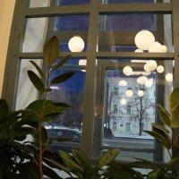 столик у окна :: Надежда