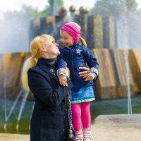 Внучка с бабушкой. :: Олег Каплун